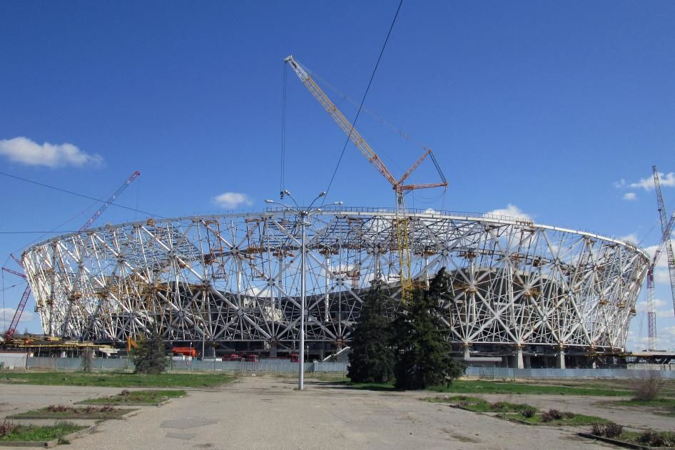 Правозащитники: Россия эксплуатирует строителей настадионах кЧМ