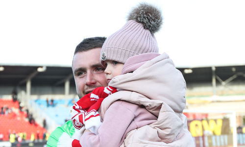 Селихов сыграл за «Спартак» впервые за 25 месяцев, пропустил от своего и расплакался после матча
